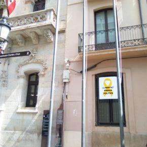 Ciudadanos (Cs) Terrassa reclama al Gobierno de España que actúe ante la simbología partidista situada en la fachada del ayuntamiento